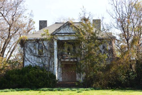 Abandoned plantation, somewhere in the state of Mississippi